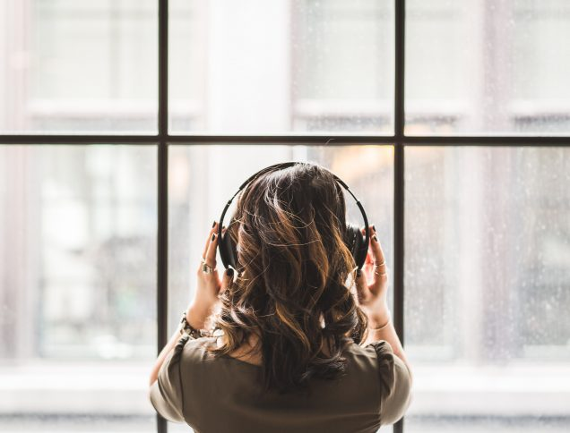 5 Books to Read if You Are Obsessed with Podcasts